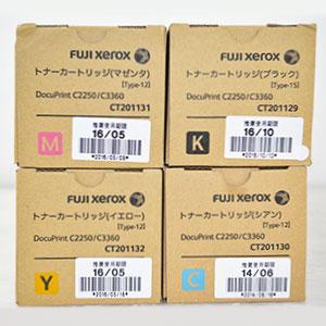 富士ゼロックス(FUJI XEROX)製品 使用期限は分かりやすくシール記載。シールではなく印字の場合も御座います。